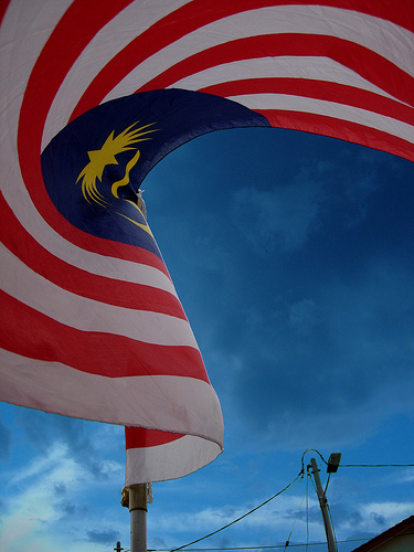 http://hazis.files.wordpress.com/2008/08/bendera-malaysia.jpg?w=437&h=582