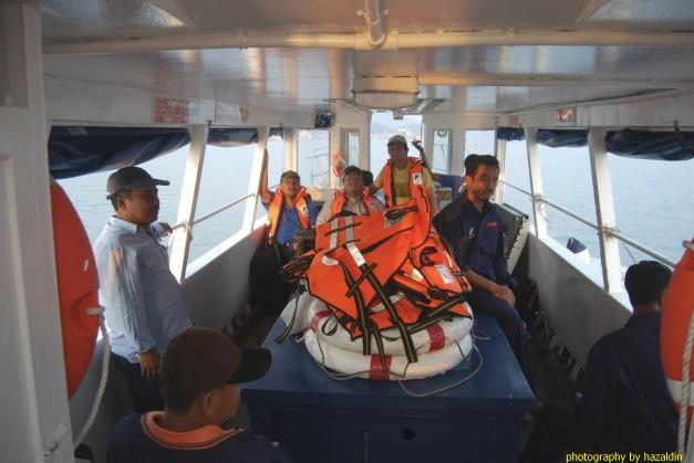 Perjalanan dengan bot ke Pulau Agas.