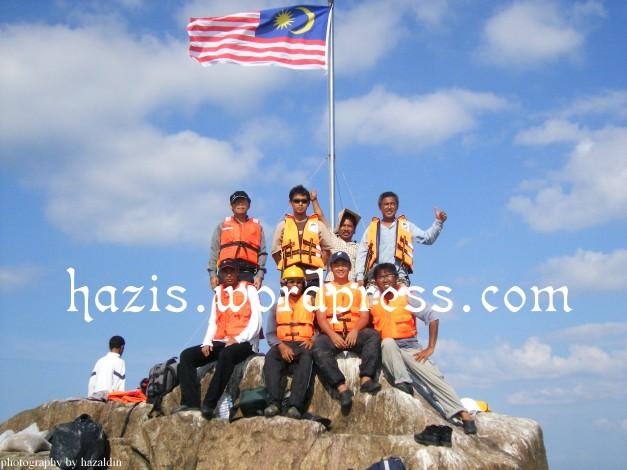 bendera malaysia berkibar di Middle Rock