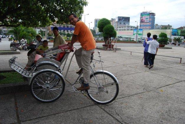 Membawa beca sendiri bersiar sekitar HCM City..