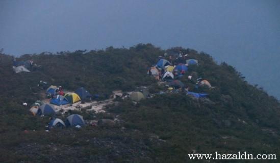 Bermalam di Gunung Tahan. 2009