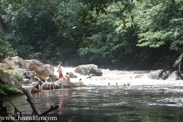 mandi manda di Lata Berkoh _ Taman Negara