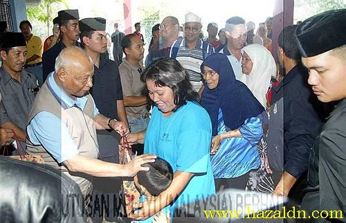 sultan ahmad shah melawat mangsa banjir