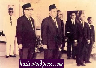 Sultan Pahang Sir Abu Bakar Nyanyi lagu kebangsaan