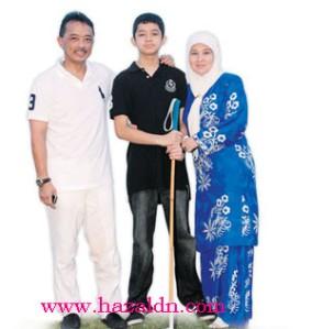 Tunku Azizah bersama Tengku Abdullah dan Tengku Hassanal Ibrahim di Padang Polo Diraja, Pekan Pahang.