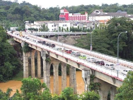 jambatan menghubungkan  kwe Bandar Baru  Lipis