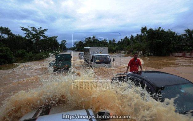 Jalan Temerloh-Jerantut berdekatan Kampung Tebing Tinggi