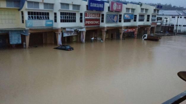Keadaan bandar Maran yang dinaiki air pagi ini