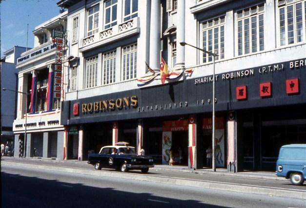 15. 1960 – Pasaraya Robinsons di Jalan Mountbatten (kini Jalan Tun Perak)