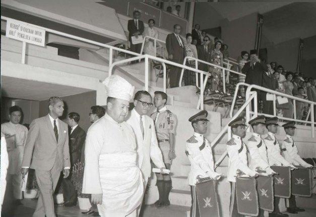 17. 1965 – Yang Dipertuan Agong, Tuanku Syed Putra di Stadium Merdeka