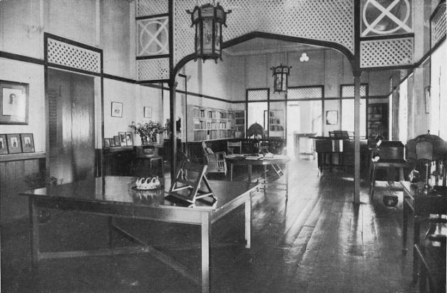2. Sekitar 1920 – Hiasan dalaman sebuah banglow di pinggir Sg Klang. Rumah ini di diami oleh Major R.J.H Sidney, guru besar Victoria Institution
