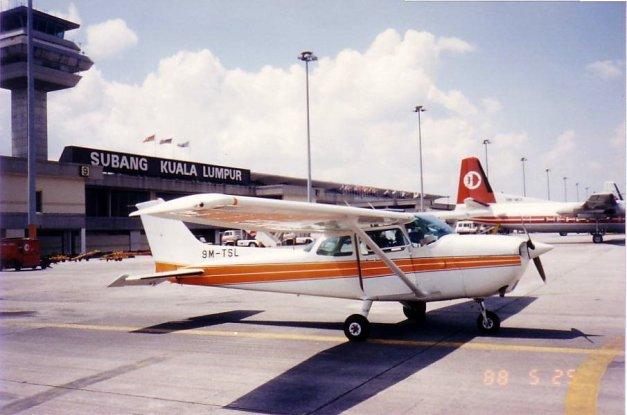 32. 1988 – Pesawat Cessna di Lapangan Terbang Subang