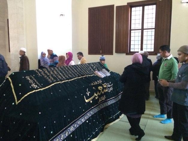 Makam-Nabi-Shuaib-a.s-terletak-di-pawasan-berbukit-bukau-di-Lembah-Jordan