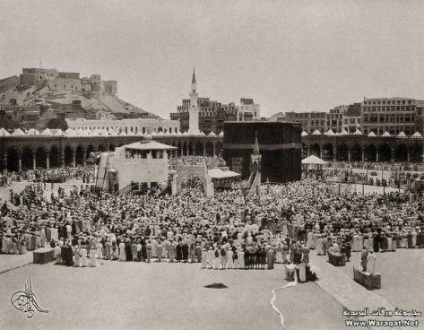 Umat Islam solat di dalam Masjidil Haram